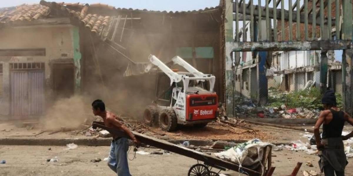 ¡Mano dura! Policía demolió tres casas en las que se comercializaba droga