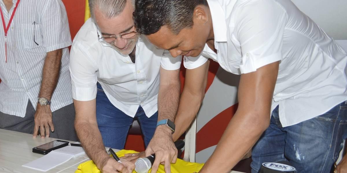Carlos Bacca lidera iniciativa para crear centro deportivo en Puerto Colombia