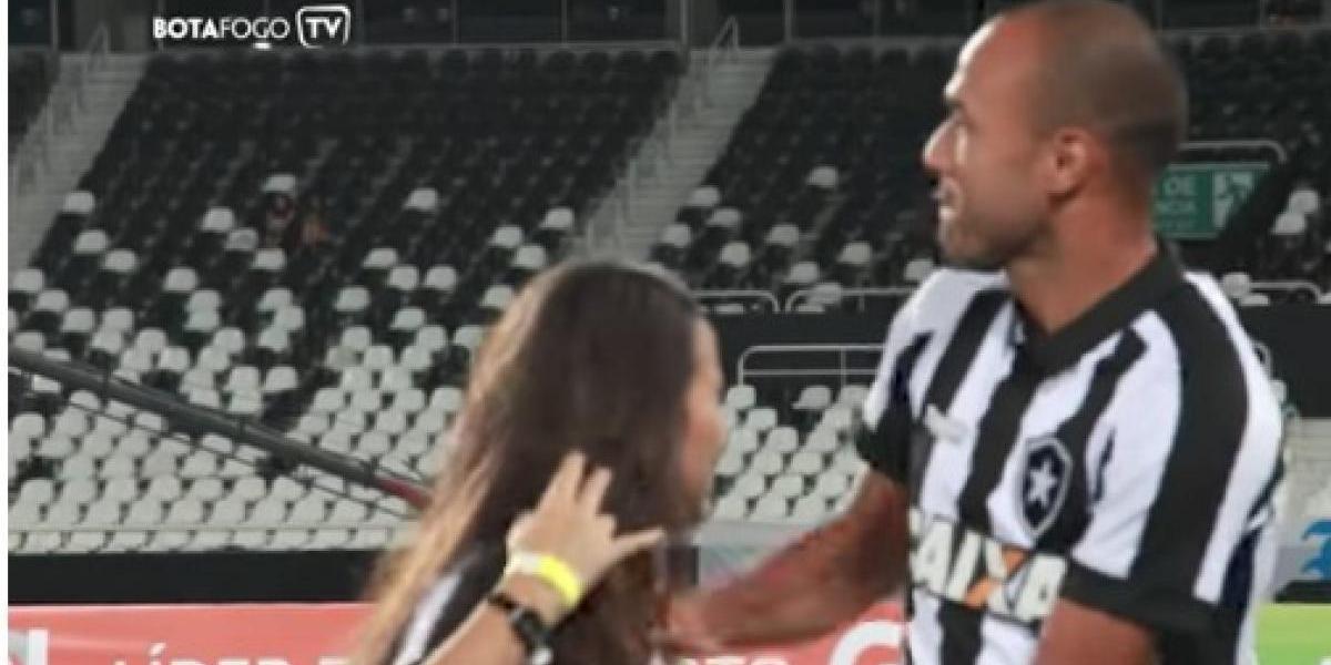 VIDEO: Hija invidente de futbolista entra a la cancha y afición corea su nombre