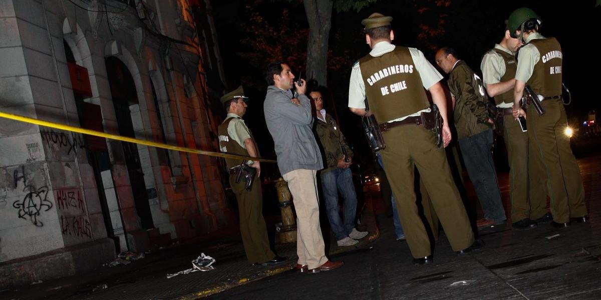 Lanzan gran número de bombas molotov contra sedes del SAG y la Dgac