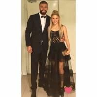 """Critican a Shakira por """"reciclar"""" vestido en la boda de Messi"""