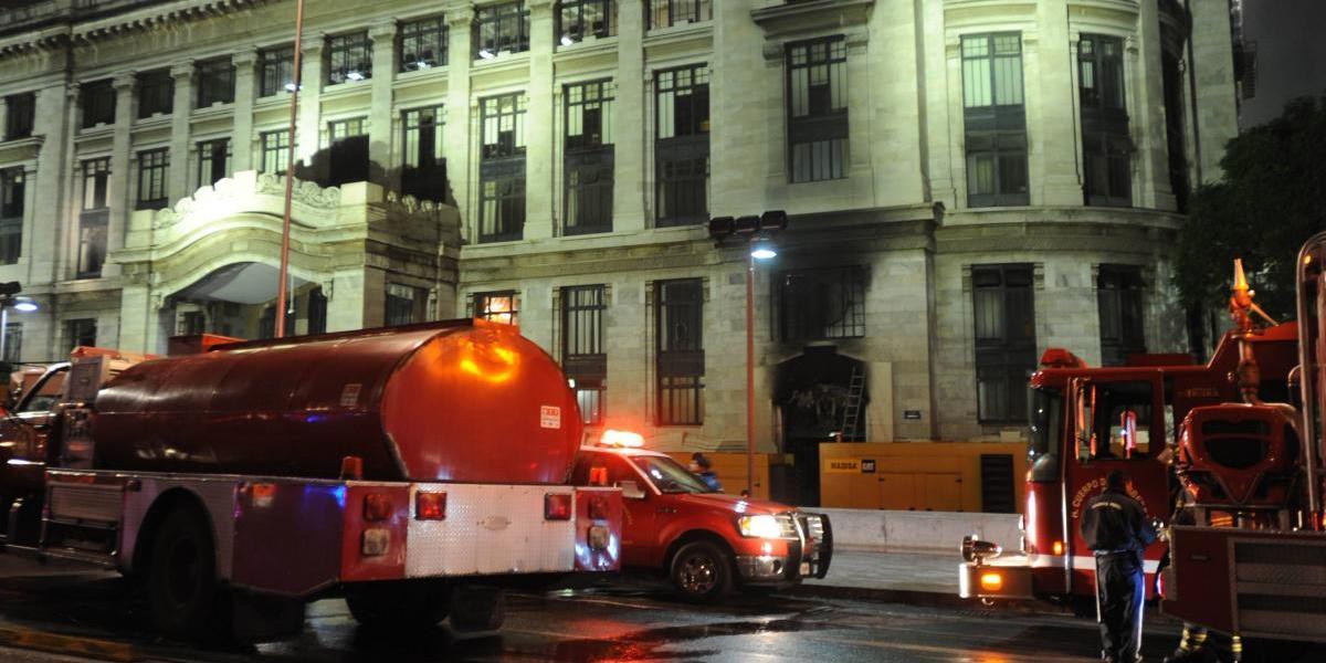 Corto circuito provoca incendio en el Palacio de Bellas Artes
