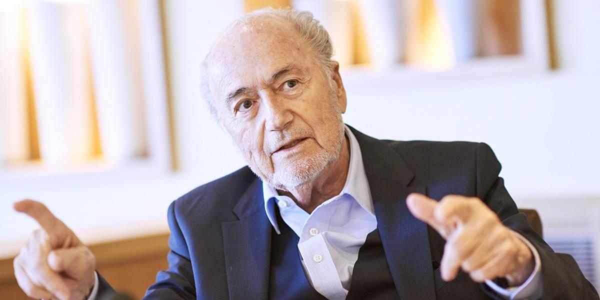 """Joseph Blatter se lanza en contra del VAR: """"Hay que dejar que los árbitros cometan errores"""""""