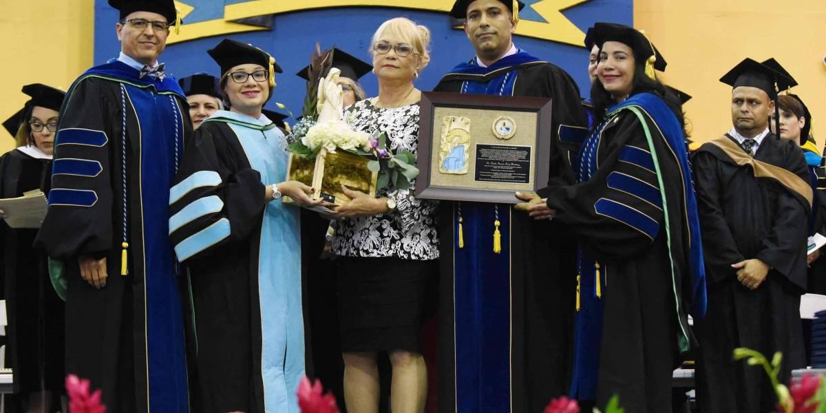 Dedican graduación de UPR Aguadilla a decano fallecido