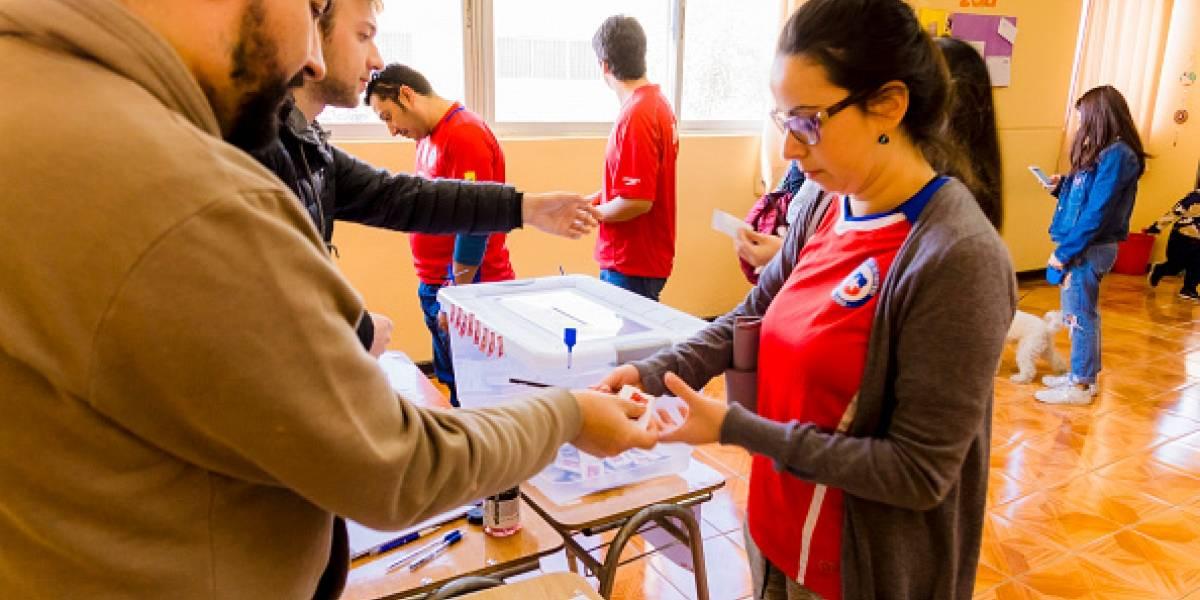 Sebastián Piñera y Beatriz Sánchez ganan elecciones primarias en Chile
