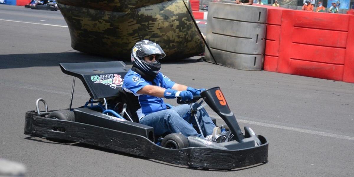 Felipe Calderón gana carrera de karts en el Autódromo Hermanos Rodríguez
