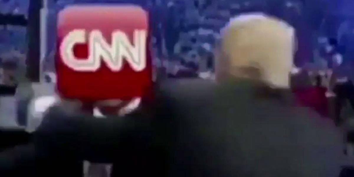 Trump publica video donde simula golpear a CNN