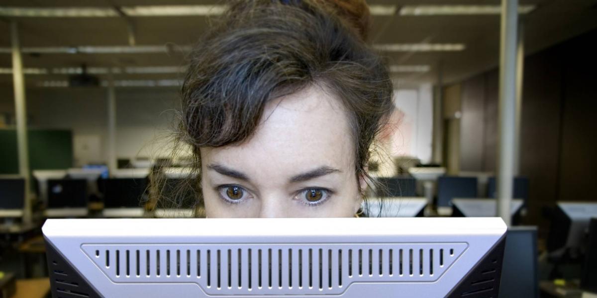 Usar más de 5 horas los dispositivos desata síndrome ocular, alerta el IMSS