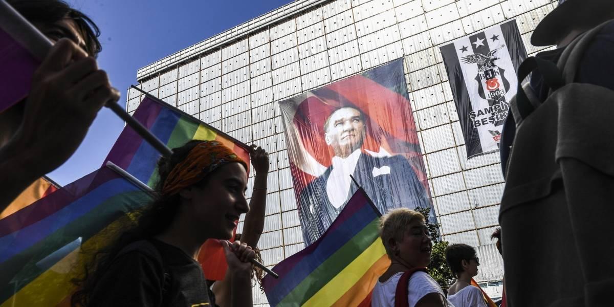 Comunidad LGTBI de Estambul se manifiestan pese a prohibición del Gobierno turco