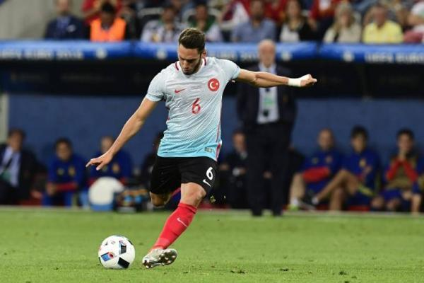 Hakan Calhanoglu es el sexto fichaje del Milan para la próxima temporada / AFP