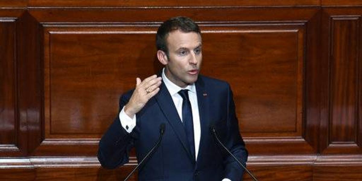 Macron busca reducir un tercio el número de legisladores en Francia