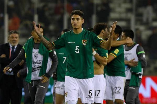 La alineación indebida de Nelson Cabrera en el duelo entre Chile y Bolivia en Santiago llevó a la FIFA a determinar un tirunfo de la Roja por 3-0. En cancha igualaron sin goles / Agencia UNO