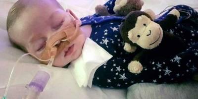 Papa Francisco se solidariza con padres de bebé británico Charlie