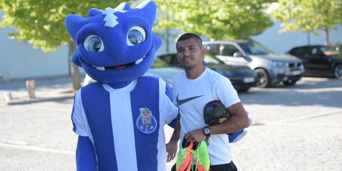 ¡Sin sorpresas! 'Tecatito' Corona reportó con el Porto