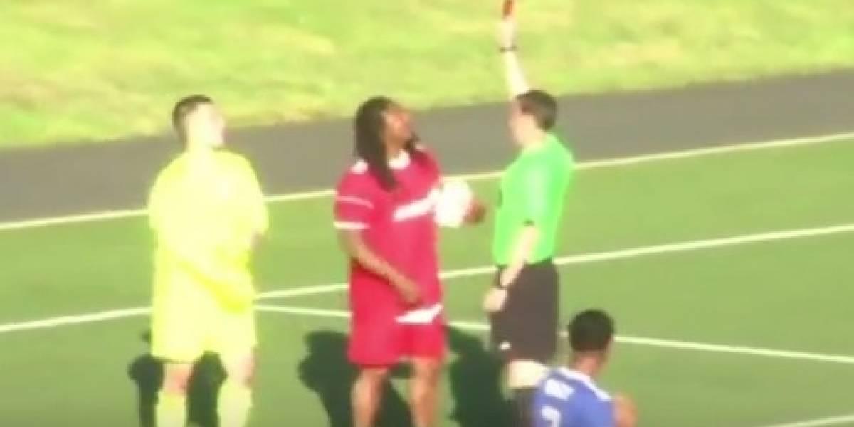 VIDEO: Marshawn Lynch es expulsado en partido benéfico de futbol
