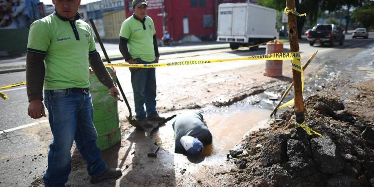 ¡Precaución! Realizan trabajos en colonia Mariscal por fuga de agua