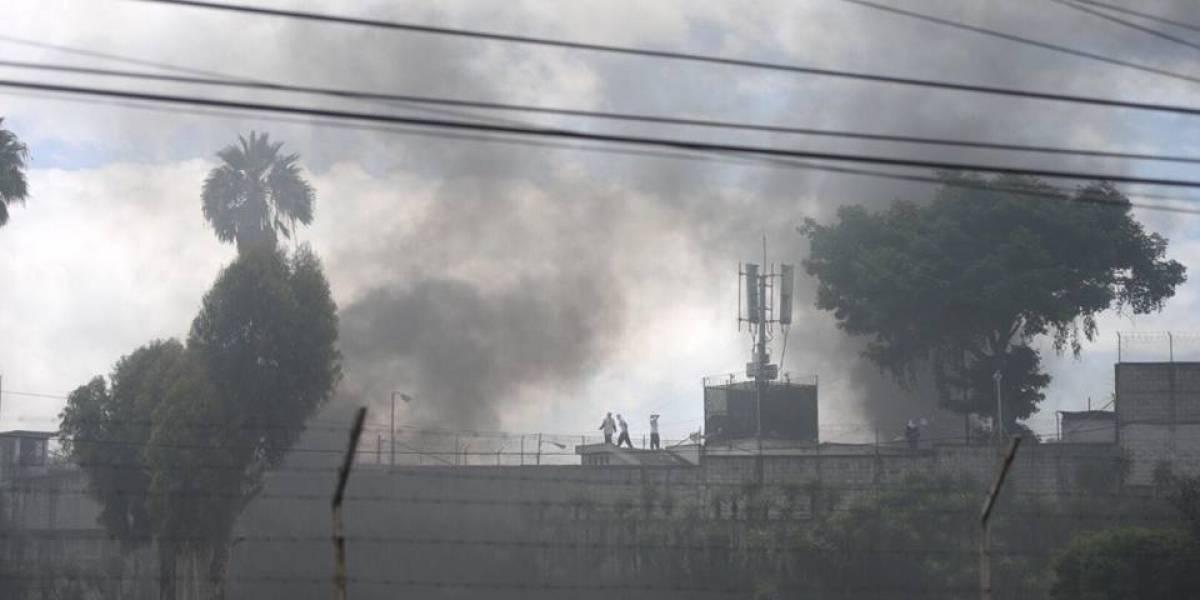 EN IMÁGENES. Se registra incendio durante motín en centro correccional Las Gaviotas