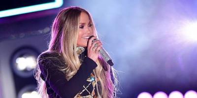 Jennifer López canta sin ropa interior en concierto en NY