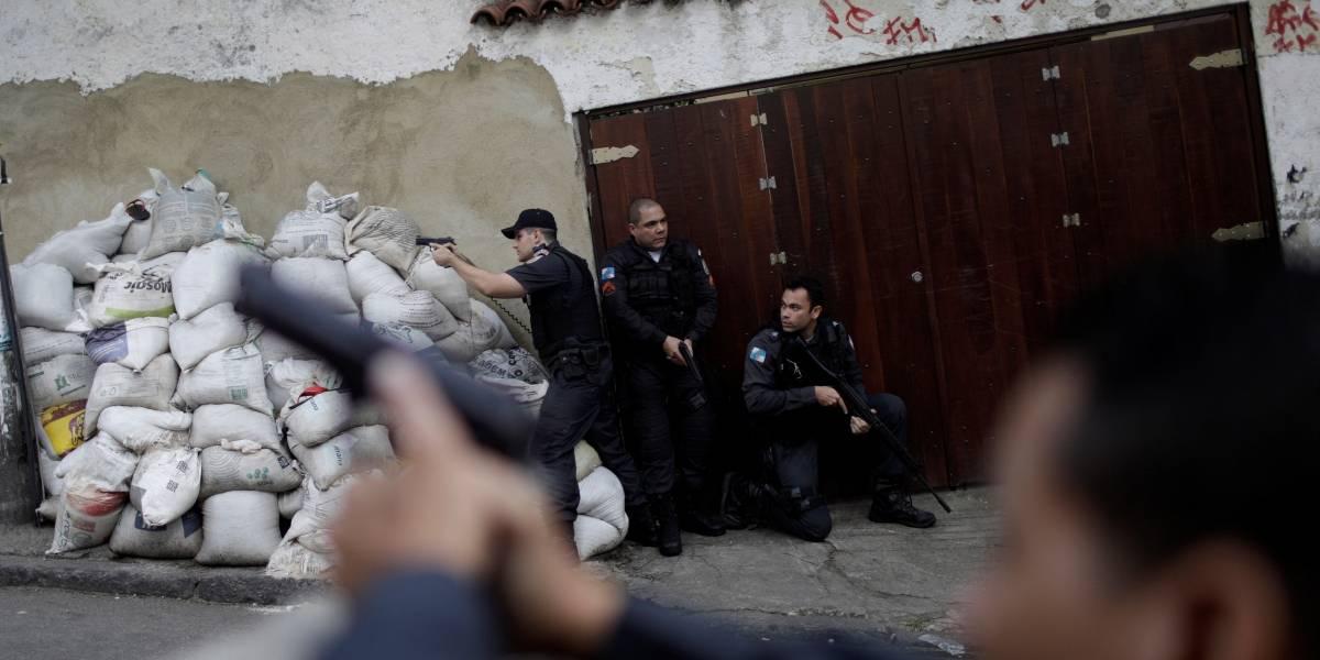 Rio chega a 118 policiais mortos no ano e tem 15 tiroteios e um arrastão por dia