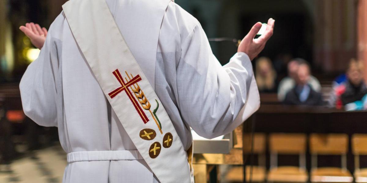 Afirman hospital del Vaticano puso en riesgo a menores por beneficios