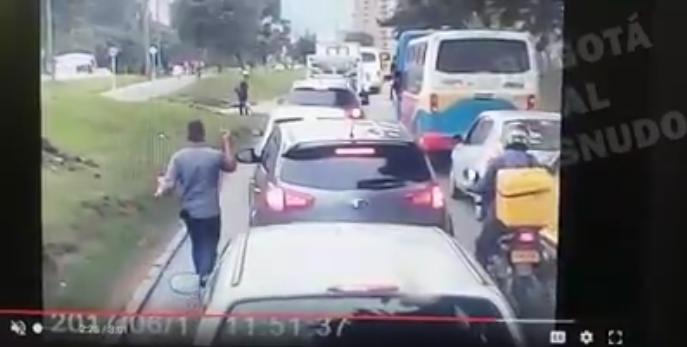 ¡Tenga cuidado! Así roban a los conductores en los trancones de Bogotá