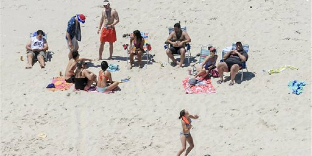 Le llueven críticas a gobernador de NJ por visita a la playa