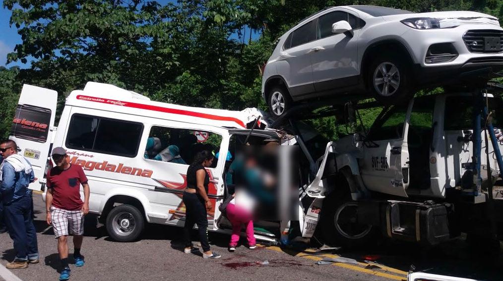 Murieron al menos 8 personas tras accidente de tránsito en la Vía Panamericana