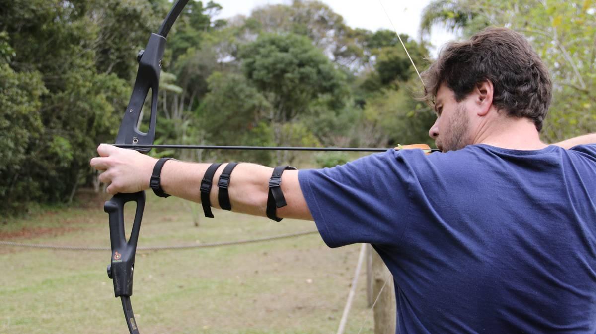 Hóspedes podem praticar arco e flecha nas imediações do lago | Eliane Quinalia