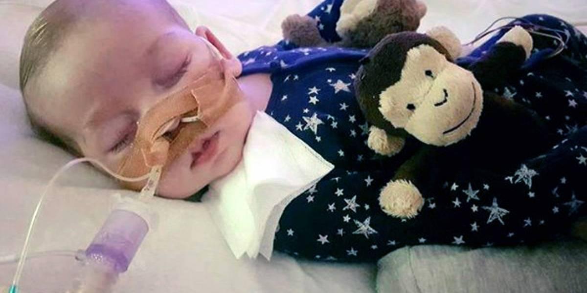 Se acerca fin de soporte vital para bebé británico