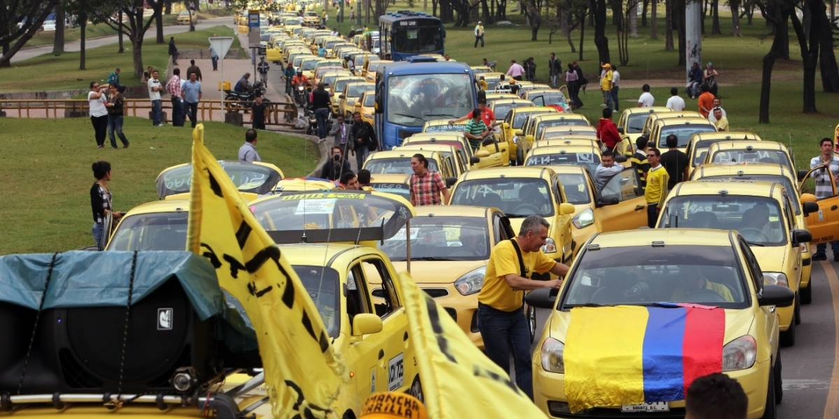 """Anuncian """"gran paro nacional de taxistas"""" y toma de aeropuertos"""