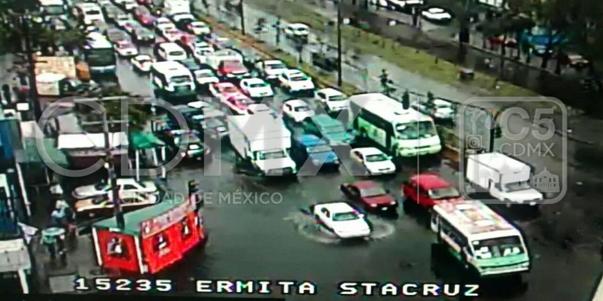 Lluvias causan severos encharcamientos en avenidas de Iztapalapa