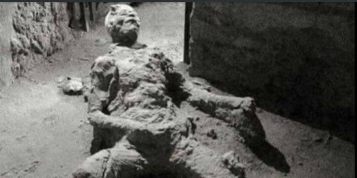 ¿Qué estaba haciendo al morir? Foto de hombre petrificado en Pompeya es viral