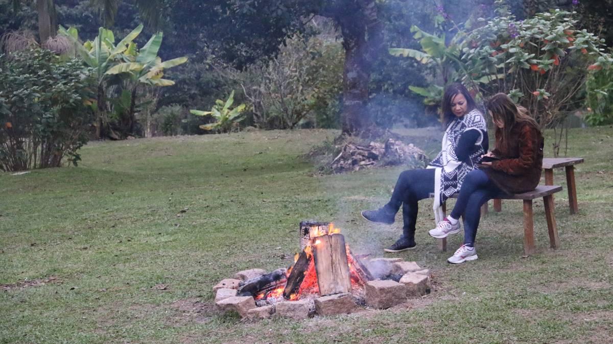 Fogueira julina ajuda a manter o corpo aquecido na estação mais fria do ano | Eliane Quinalia