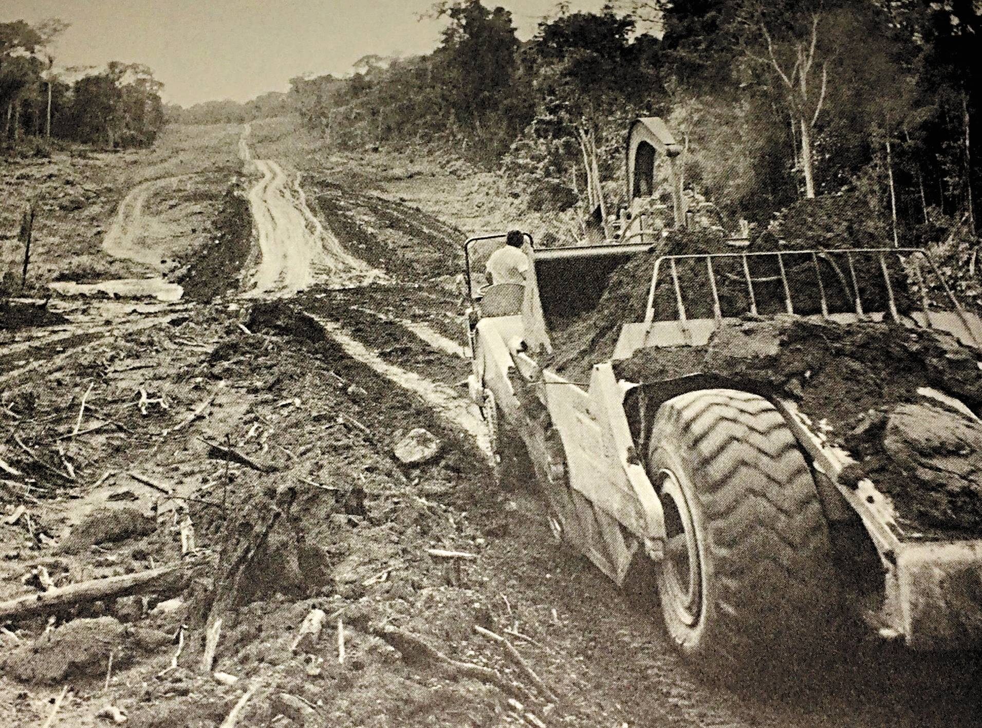 Regime militar tentou integrar o país com obras desastrosas e caras