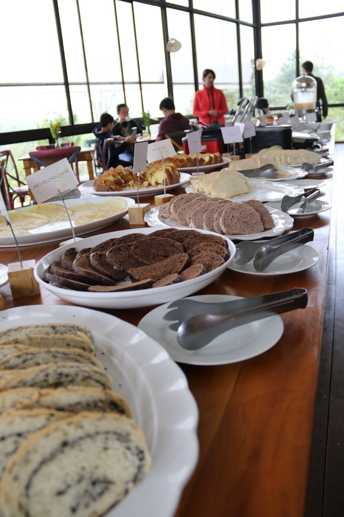 Pães especiais, como o de ervas, de chia e muitos outros são feitos com ingredientes da fazenda | Eliane Quinalia