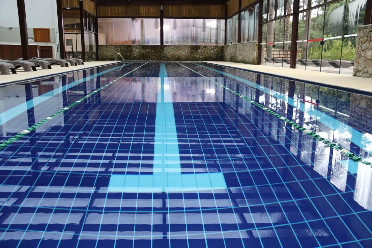 Área dedicada aos esportes tem piscina semiolímpica climatizada, jacuzzi, sauna seca e espaço para a prática de squash | Eliane Quinalia