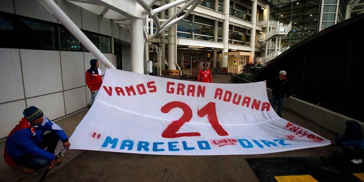 El lienzo en apoyo a Marcelo Díaz que apareció en el aeropuerto de Pudahuel