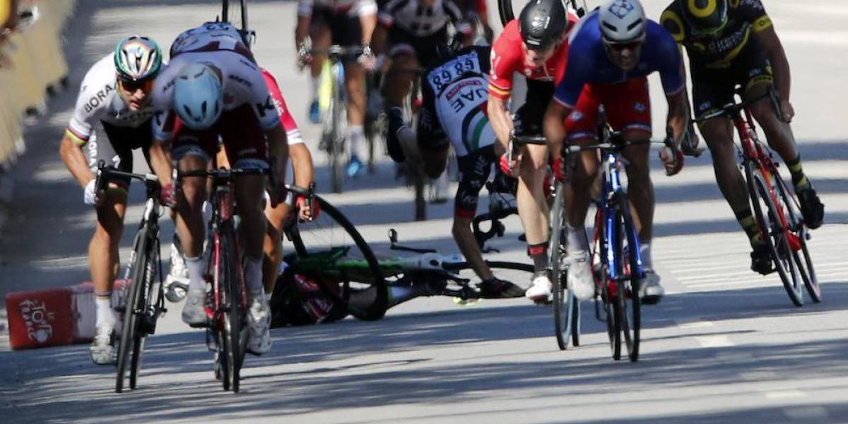 VIDEO: Sagan propina codazo a Cavendish y provoca aparatosa caída