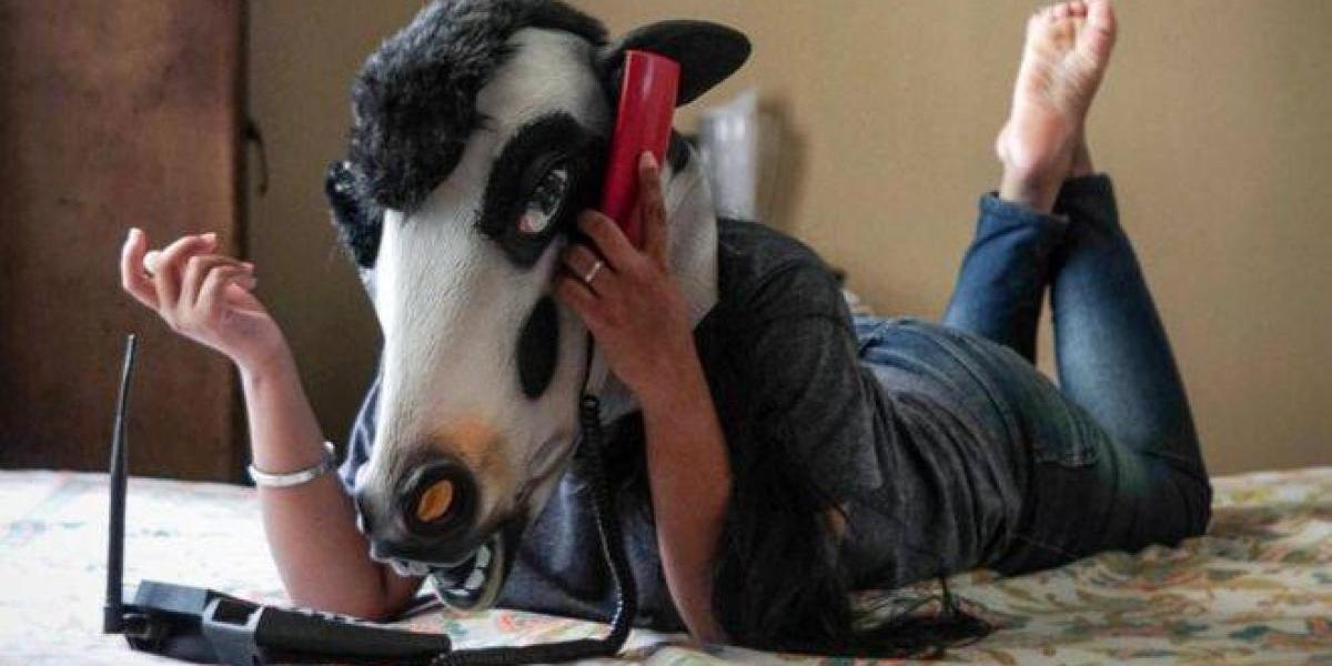 Sujatro Ghosh fotografía a mujeres usando máscaras de vaca