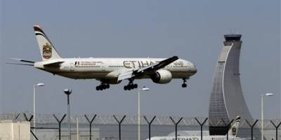 Levanta prohibición de llevar 'laptops' en cabina en vuelos desde EAU