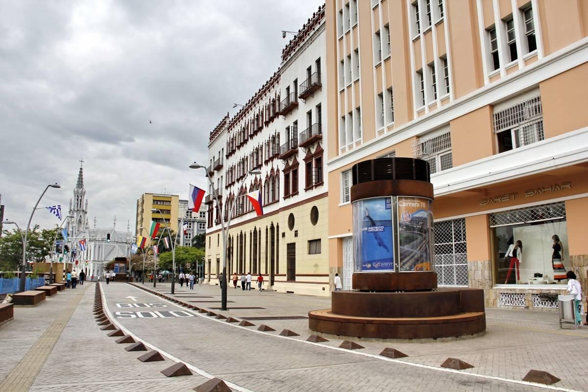 Con la construcción del Bulevar de la Avenida Colombia se abrió un nuevo espacio de integración en la ciudad. Deportistas, enamorados y grupos de amigos frecuentan este lugar en el que la brisa los acaricia y las noches se ven más bellas. Foto: Hroy Chávez