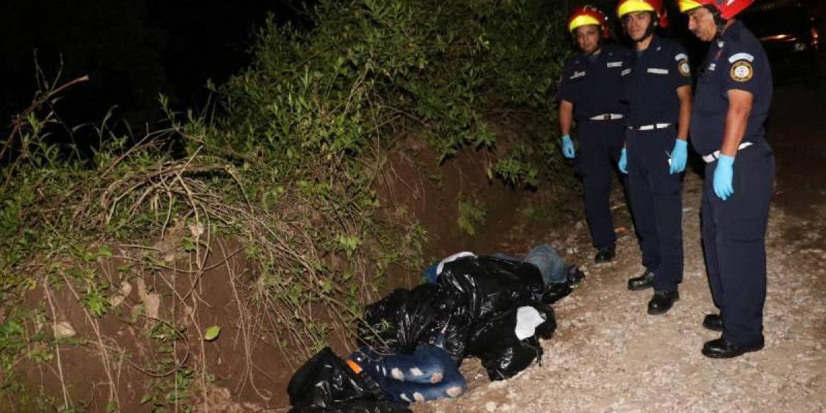 Localizan cuatro cadáveres envueltos en bolsas plásticas en ruta al Atlántico