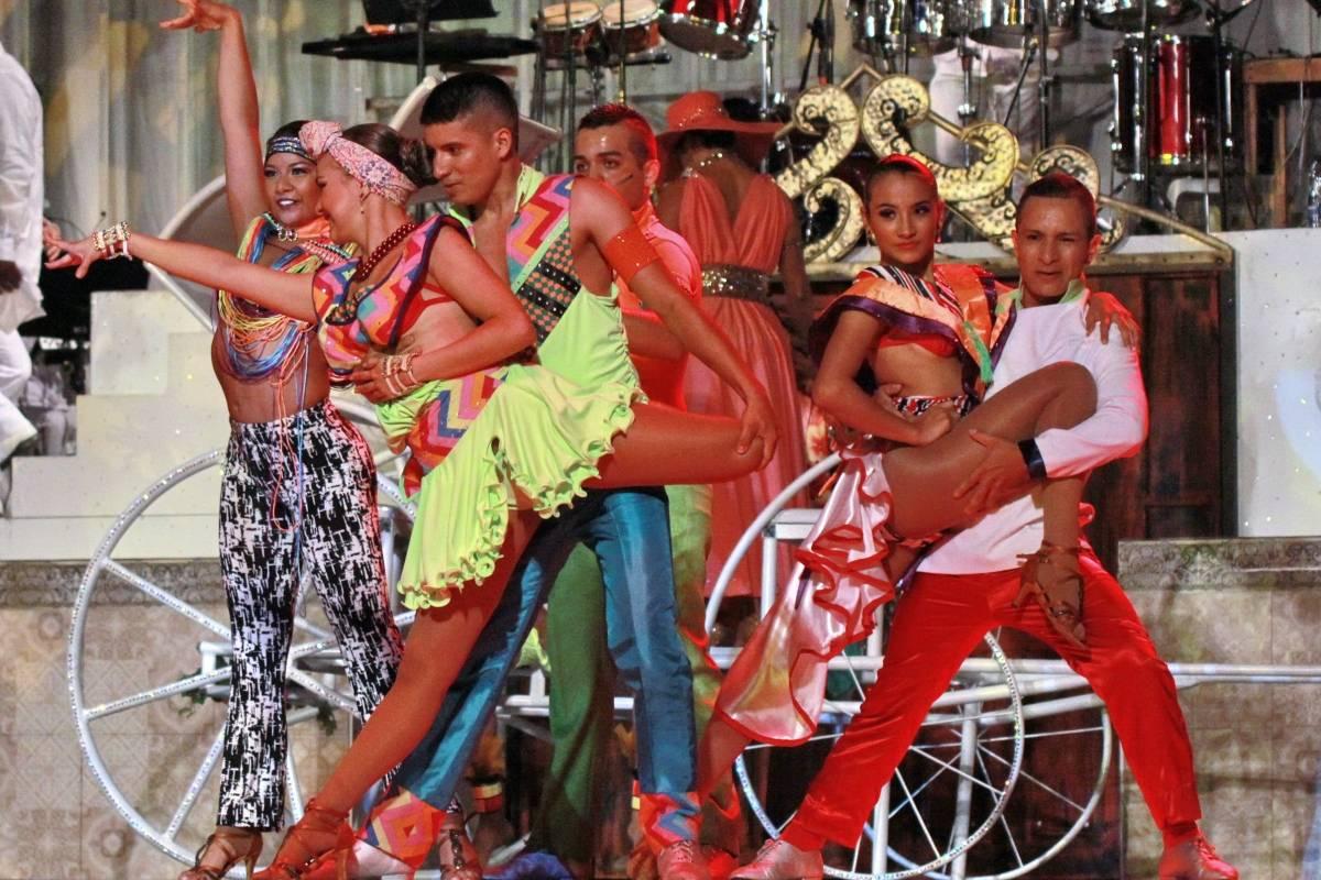 Muchos dicen que Delirio es el mejor espectáculo de salsa del mundo, que además incluye circo y orquesta. Lo cierto es que este show es único y se convierte en plan obligatorio para todos los que anden por Cali el último viernes de cada mes. Foto: Hroy Chávez