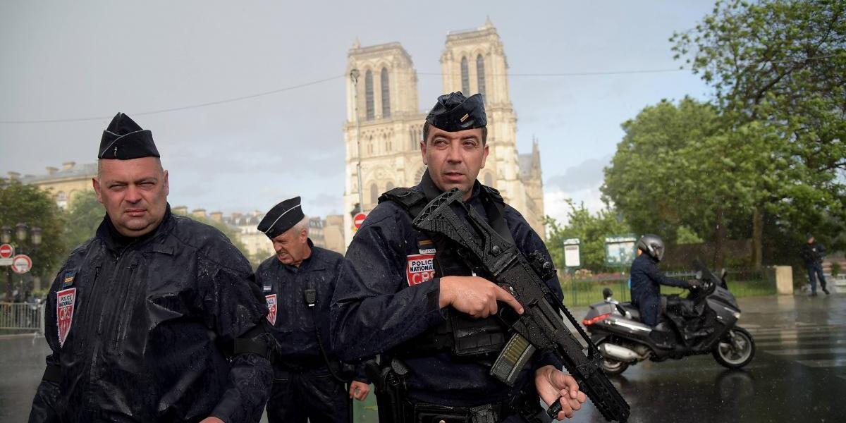 Francia amplía estado de emergencia antiterrorista hasta el 1 de noviembre