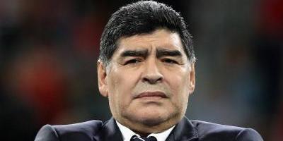 La descontrolada noche de Maradona en Nápoles — Videos