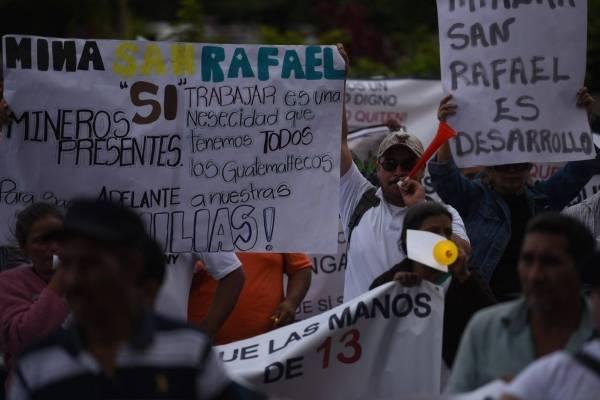 Plantón a favor de minera San Rafael