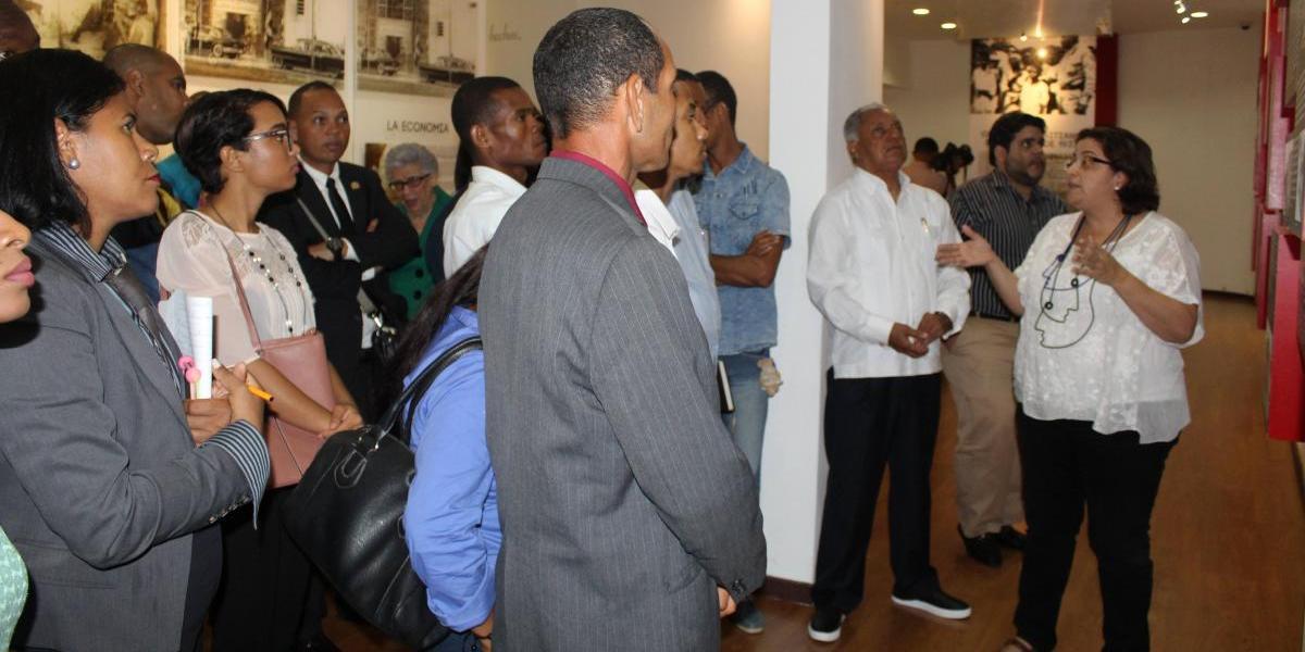 """Culmina diplomado """"Historia Crítica Dominicana"""" con recorrido en MMRD"""