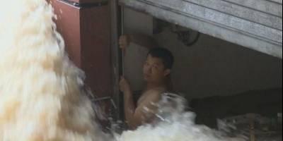 VIDEO. Angustiante rescate de un hombre atrapado por las inundaciones en China
