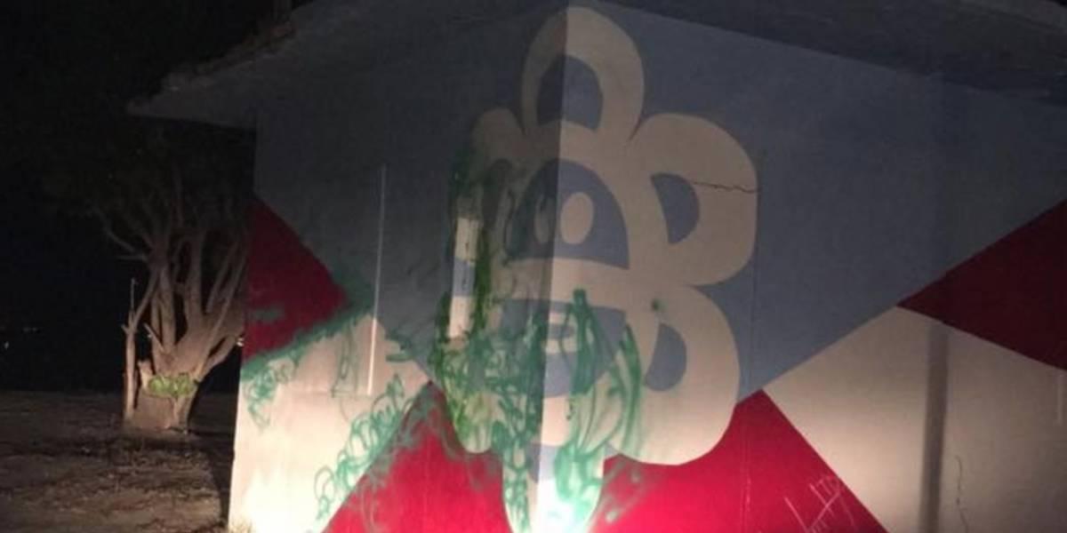 Anuncian fecha para restaurar bandera taína vandalizada en Guayanilla