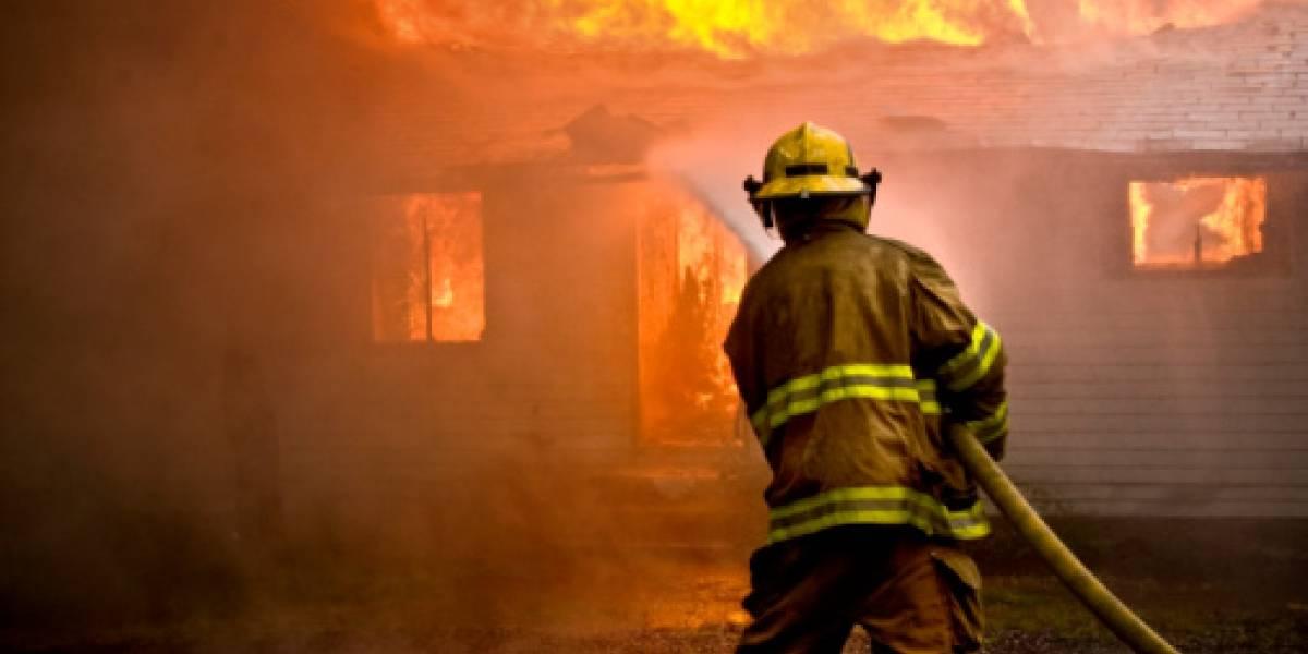 Bombero sufre lesión en incendio gasolinera de Carolina
